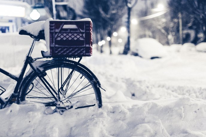 8660_Bike-buried-in-snow-beautiful-winter-season